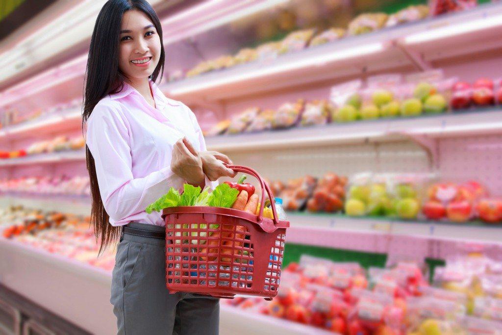 英国工人居家隔离,超市补货受影响